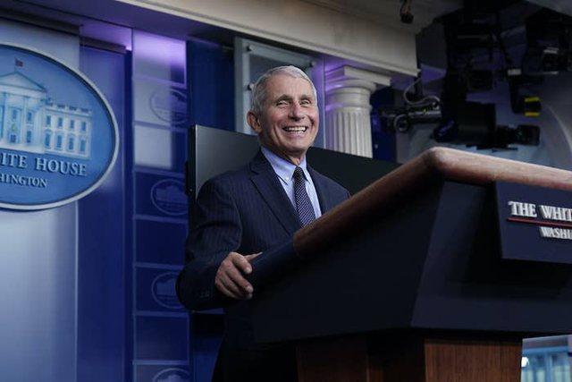 Fauci shfaqet optimist pas largimit të Trump, puna me Biden po e