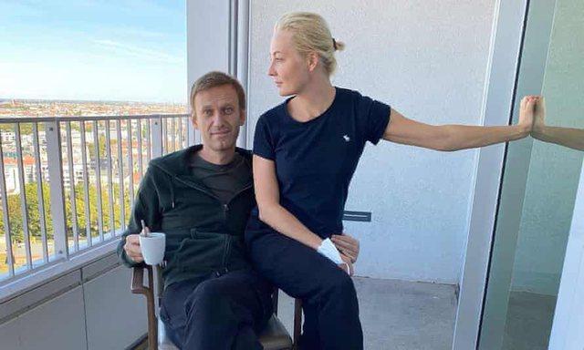 Yulia, gruaja e Alexei Navalny në Instagram dhe e bija në Tik Tok. Si