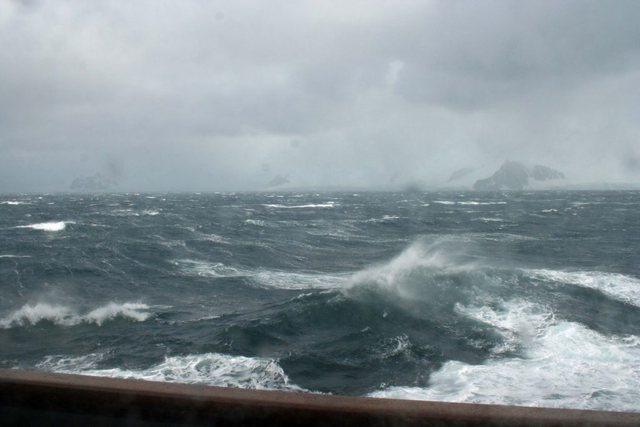 Bad weather delays the Durrës-Bari voyage