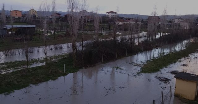 The Ishëm River overflows its banks and floods some lands