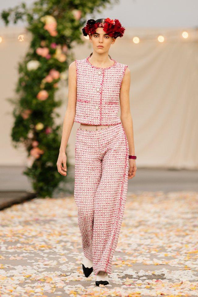 Sfilata Haute Couture e Chanel, ishte ashtu siç do ta donte Karl