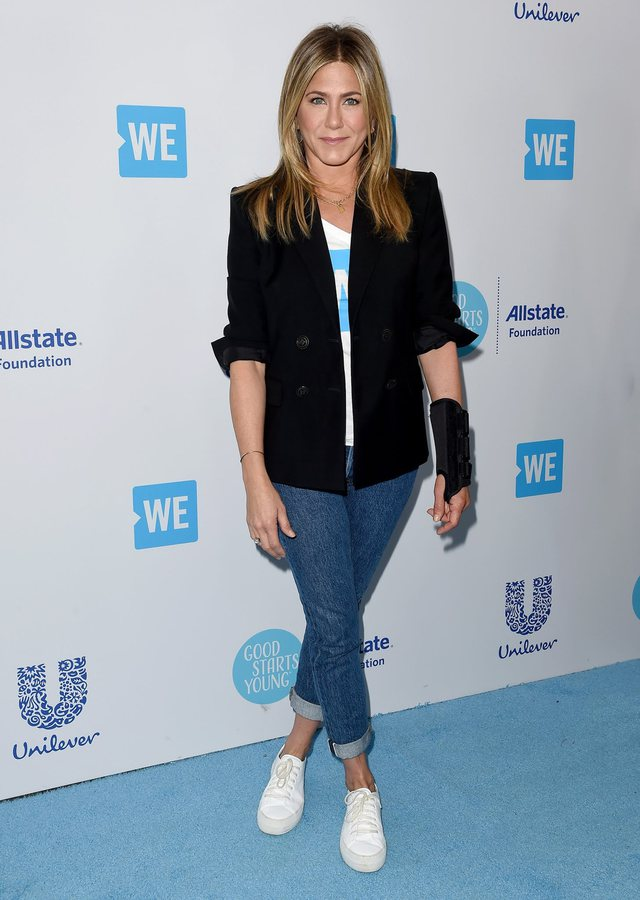 5 veshjeve të gardërobës kapsulë që Jennifer Aniston i