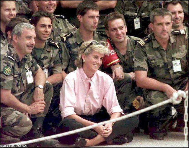 15 fotot që tregojnë sa shumë i kushtoi Lady Diana-s martesa e