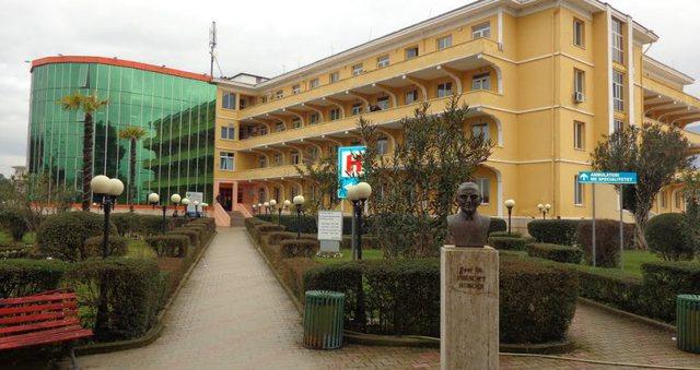 Valë arrestimesh nga spitali Covid Shefqet Ndroqi: Tre infermiere dhe