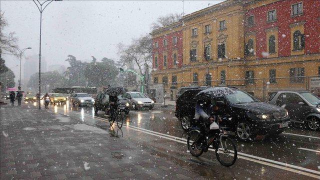 Fundjava me dëborë: Sa gjasa ka të zbardhet edhe Tirana?