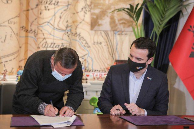 Pas dëmtimit nga tërmeti, 5 familjet e para firmosin kontratat