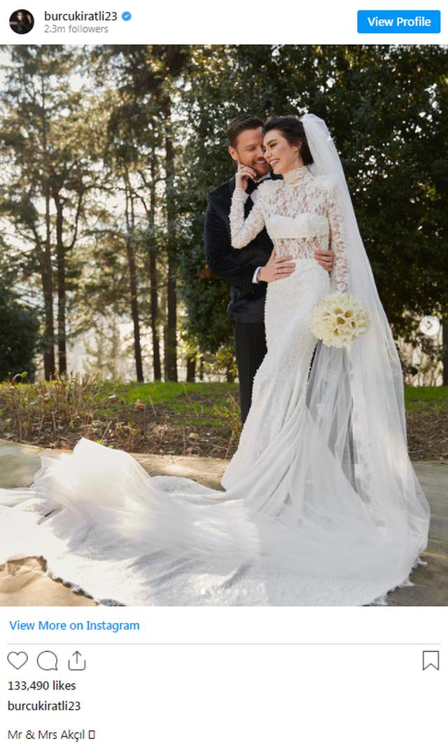 Aktorja e 'Ertugrul' martohet me këngëtarin me
