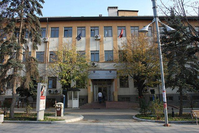 Nisin arrestime në Kosovë për korrupsion. 12 zyrtarë në