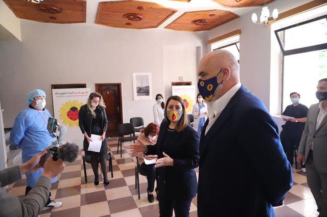 Nis vaksinimi i mjekëve në Berat, Rama tregon ç'pritet