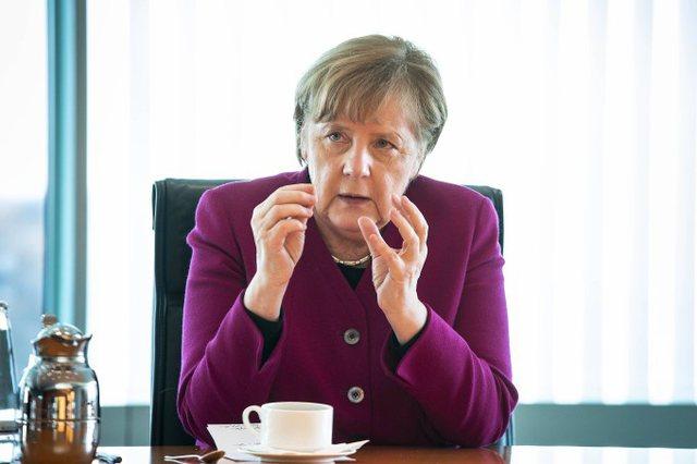 Merkel: Jam kundër vaksinimit me detyrim