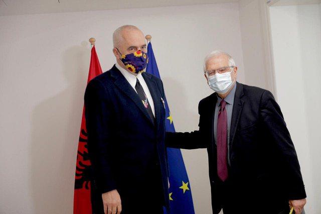 Rama poston fotot nga Brukseli: Takohet me Borrell dhe Varhelyin