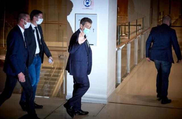 Ish-presidenti Sarkozy dënohet me një vit burg