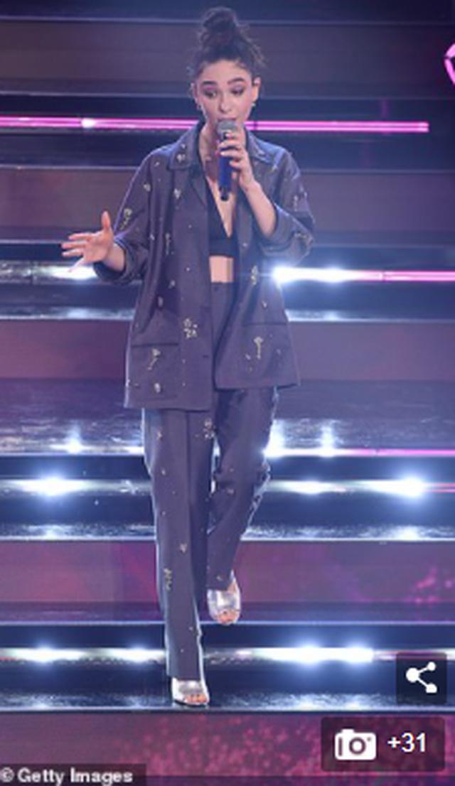 Publiku ia jep Çmimin e parë të Sanremos prezantueses, Matilda
