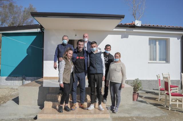 3 familje hyjnë në shtëpitë e reja në Baldushk, Veliaj: