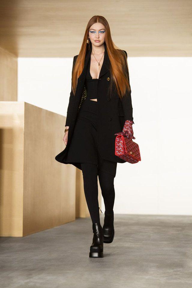 Gigi Hadid shfaqet për herë të parë në pasarelë