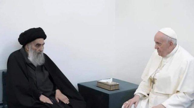 Takimi historik i Papës dhe klerikut shiit në Irak dhe mesazhi që