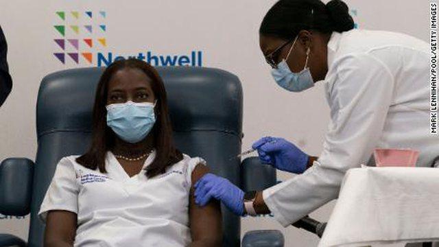 Njerëzit me ngjyrë po vaksinohen më pak në Amerikë