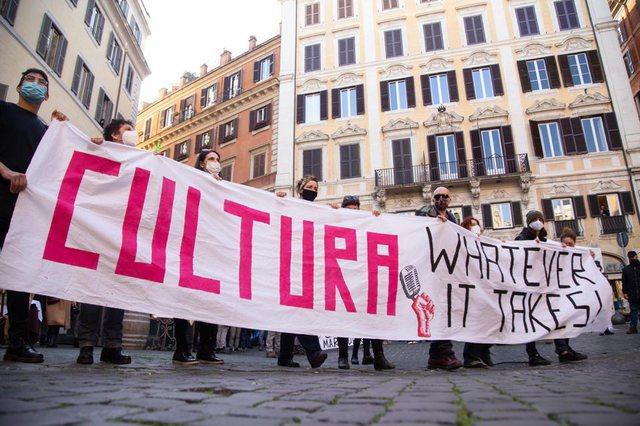 Foto-Video/ Protesta masive në Itali: Duam punë, s'kemi