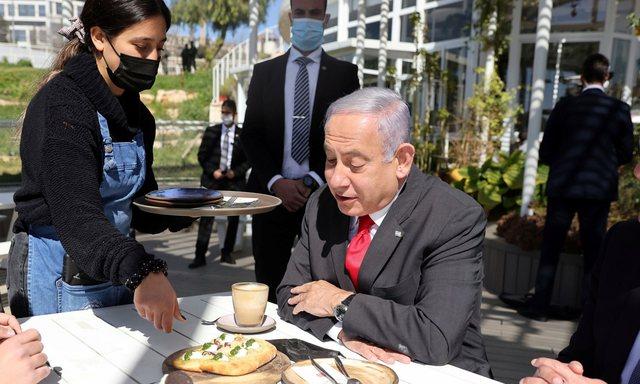 Hapen kafet dhe restorantet për të vaksinuarit në Izrael!
