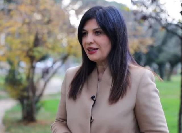 Jozefina Topalli, e para që dorëzoi listat me kandidatët për