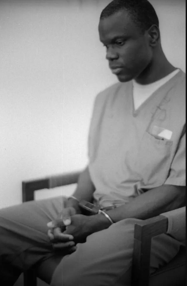 Libri i një njeriu që u burgos 15 vjeç dhe kaloi 18 vite