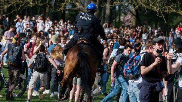 Shpërndahet me gaz lotësjellës turma në Belgjikë: Si