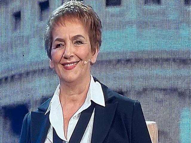"""Transformimi në """"look"""" i Najada Çomos"""