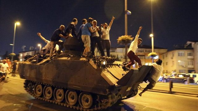 Turkey / 22 soldiers who took part in the failed coup in 2016 are sentenced to
