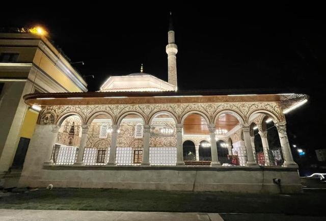 Veliaj uron Ramazanin me xhaminë e rikonstruktuar të Et'hem Beut