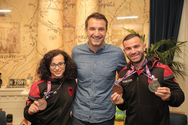 Briken Çalja dhe Evangjeli Veli kthehen me medalje nga Moska, Veliaj: