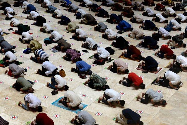 Foto/ Pas një viti besimtarët myslimanë lejohen të