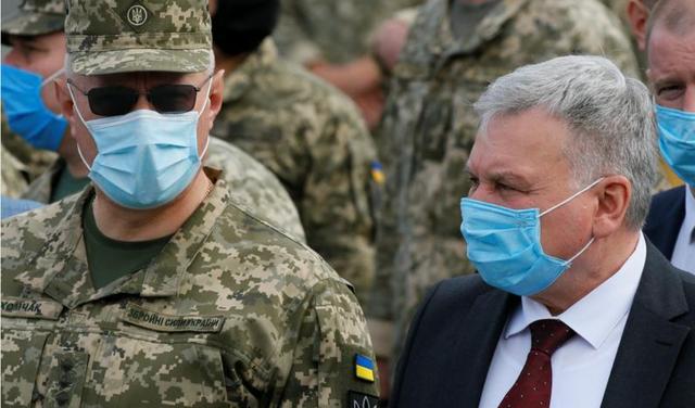 Ukraina ngre akuzën serioze në takimin e NATO-s: Rusia kërkon