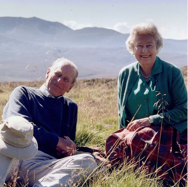 Mbretëresha Elizabet poston këtë foto të 2003 me Princin