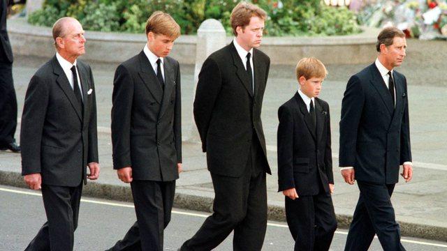 Kodi i veshjes së mbretërorëve në ditë zie. Si do