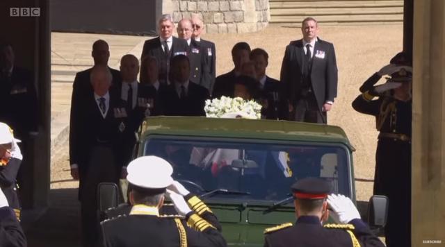Nis ceremonia mortore e Princit Philip. Mbërrin Kate dhe familjarët e