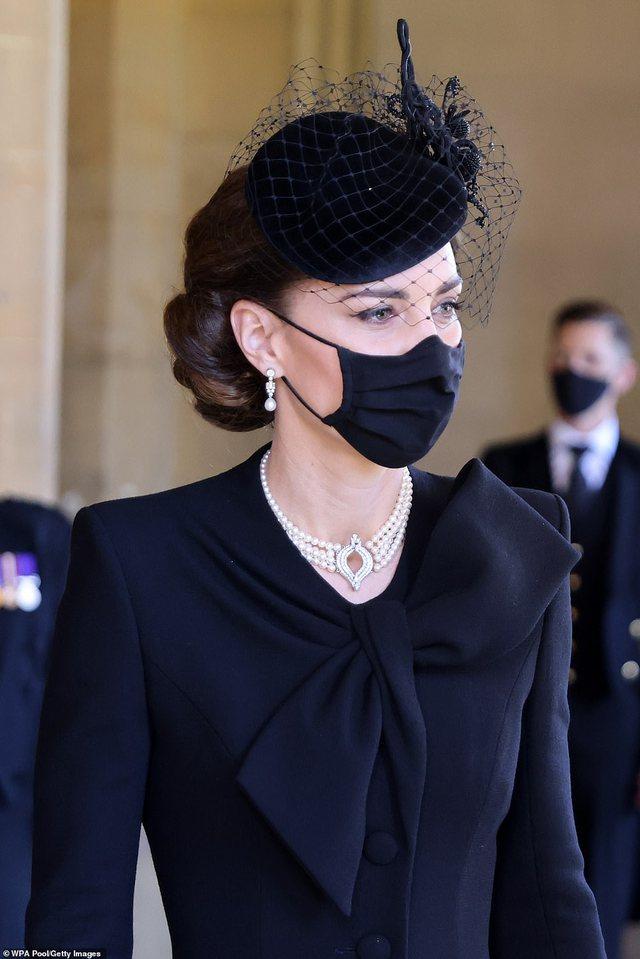Nga varësja tek vathët e fustani: Asgjë e rastësishme