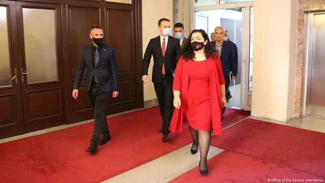 Presidenti amerikan i shkruan Vjosa Osmanit: Dialogu Kosovë-Serbi të