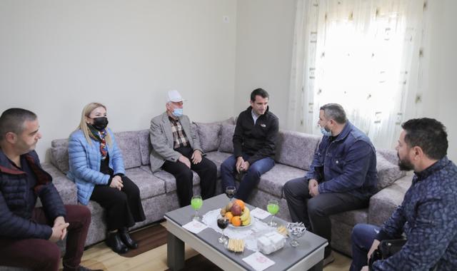 Muaji i Shenjtë gëzon familjen në Tiranë, Veliaj: