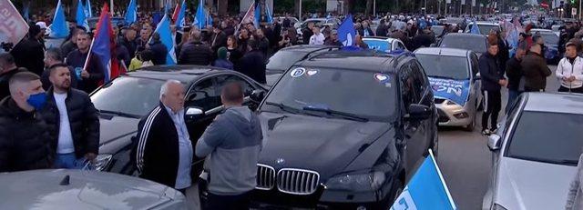 FOTO-LAJM /  PD e hap dhe e mbyll fushatën me autosallon makinash luksoze,