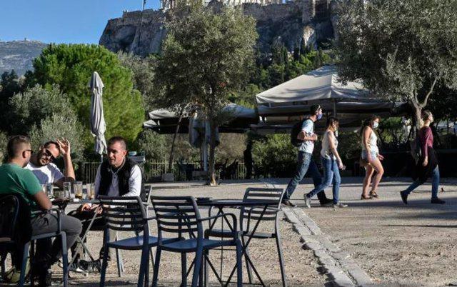 Pas 6 muajsh hapen lokalet në Greqi. Rrëfime nga qytetarët se si