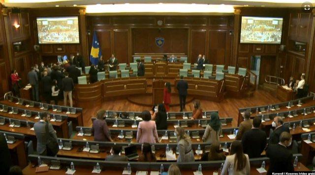 Kosovë/ Tensione mes deputetëve të PDK me ministrat e