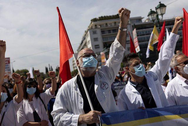 Protesta e punonjësve të transportit publik paralizon trafikun në