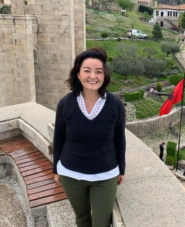 Ambasadorja Yuri Kim ka një figurë shqiptare që e frymëzon