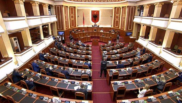 Miratohet Komisioni Hetimor. 98 vota i hapin rrugën shkarkimit të