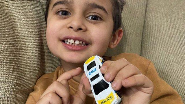 Nëna ra përtokë, djali 4 vjeç i shpëtoi jetën