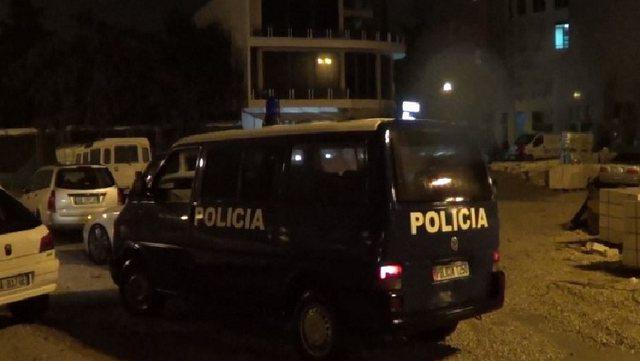 Grabitet një kambist në Sarandë! 2 persona e dhunojnë dhe