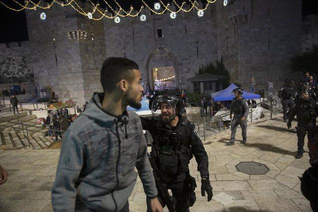 Qindra të plagosur/ Forcat e rendit izraelite përplasen me