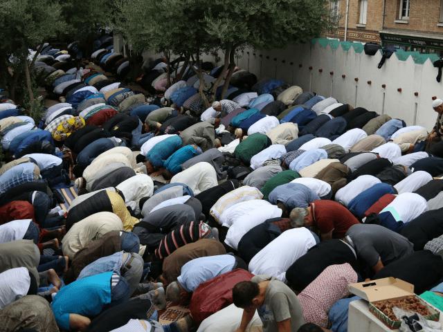 Pandemia/ Franca ndalon grumbullimet publike në celebrim të Ramazanit