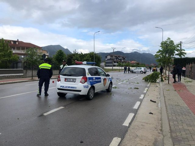 Aksident në Yzberisht: Përplaset nga makina drejtuesi i motorit