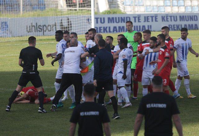 Konfliktet brenda në fushë/ Disiplina e FSHF dënon drejtuesit e